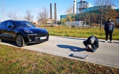 Towing a Porsche Macan with LEGO® and BuWizz